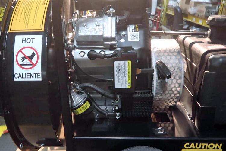 Servicering af motorens kølesystem monster vac 23hk