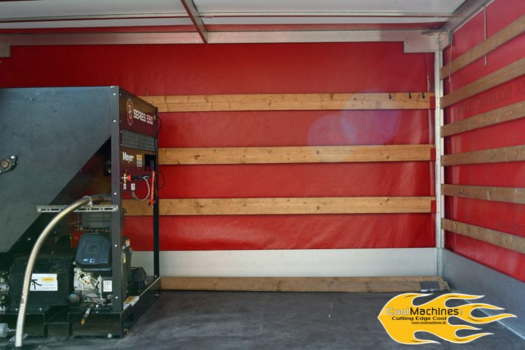 trailer med plads til isolering og isoleringsmaskine