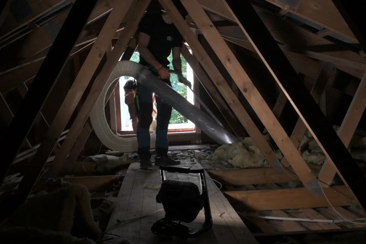fjerne isolering loft