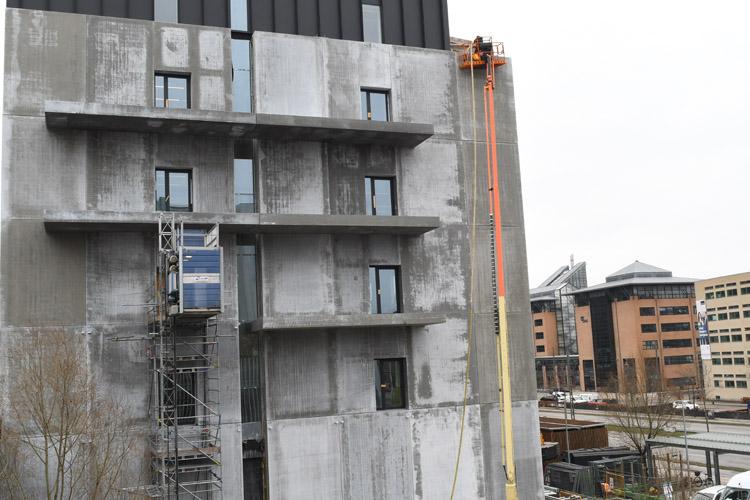 Indblæsning af rockwool i ny facade på Rigsarkivet