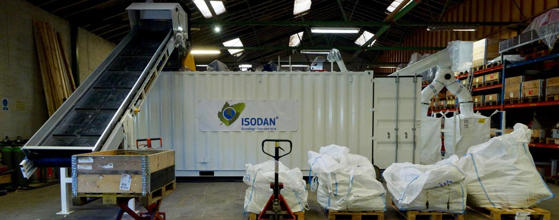 Production plant for recycling boats and wind turbine blades