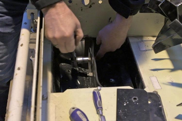 Montering af nye gummilapper i luftslusen cell mach 1500