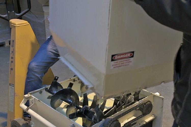 Montering af materialekammer cell mach 1500 indblæsningsmaskine