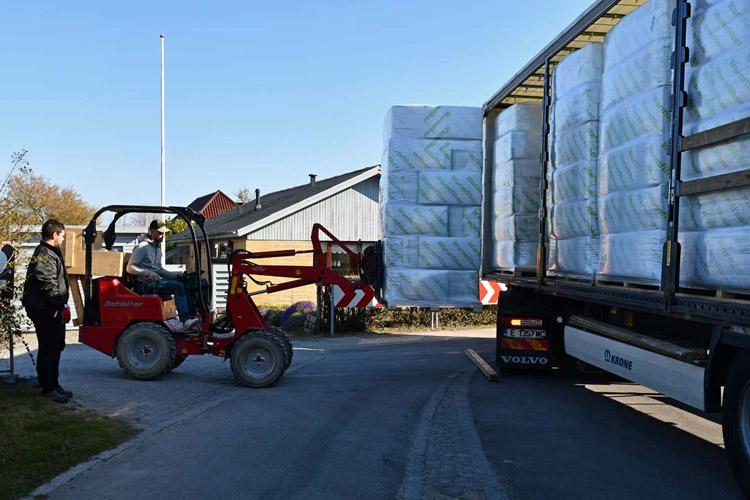 Levering af warmfiber papirisolering til byggeplads i Kastrup